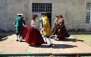 danses-et-costumes-d-epoque-pour-les-visites-du-chateau